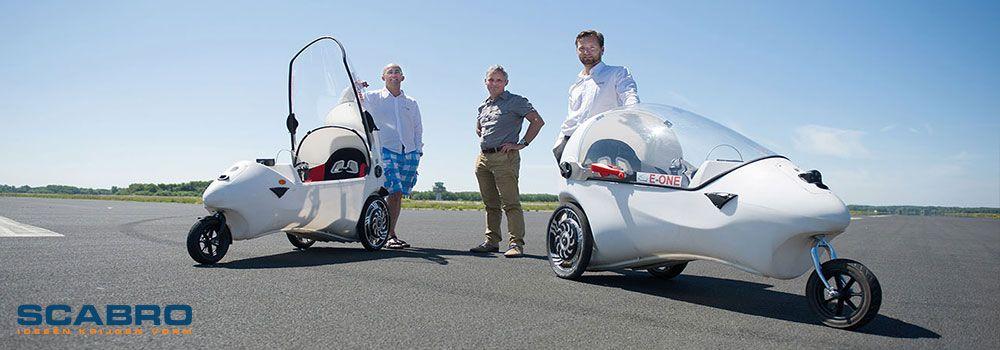 E-One 100% elektrisch rijden. Scabro levert materialen voor het model, de mallen en de productieonderdelen.