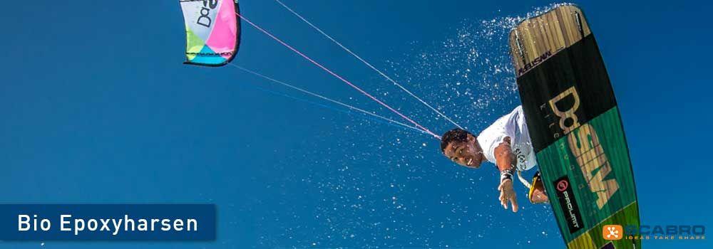 Kiteboard van een niet nader genoemd bekend merk gemaakt van Super Sap bio-epoxie